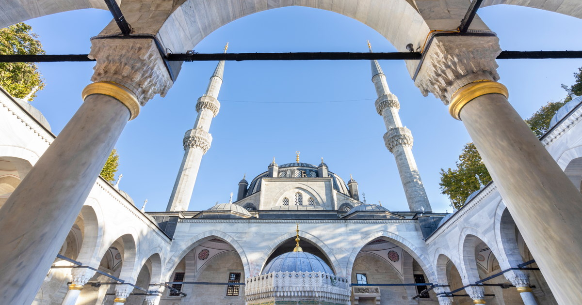yeni valide mosque in istanbul